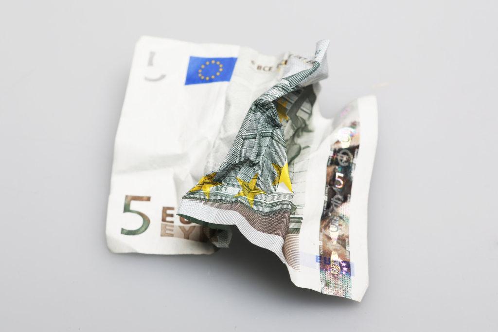 5 Euro zerknüllt