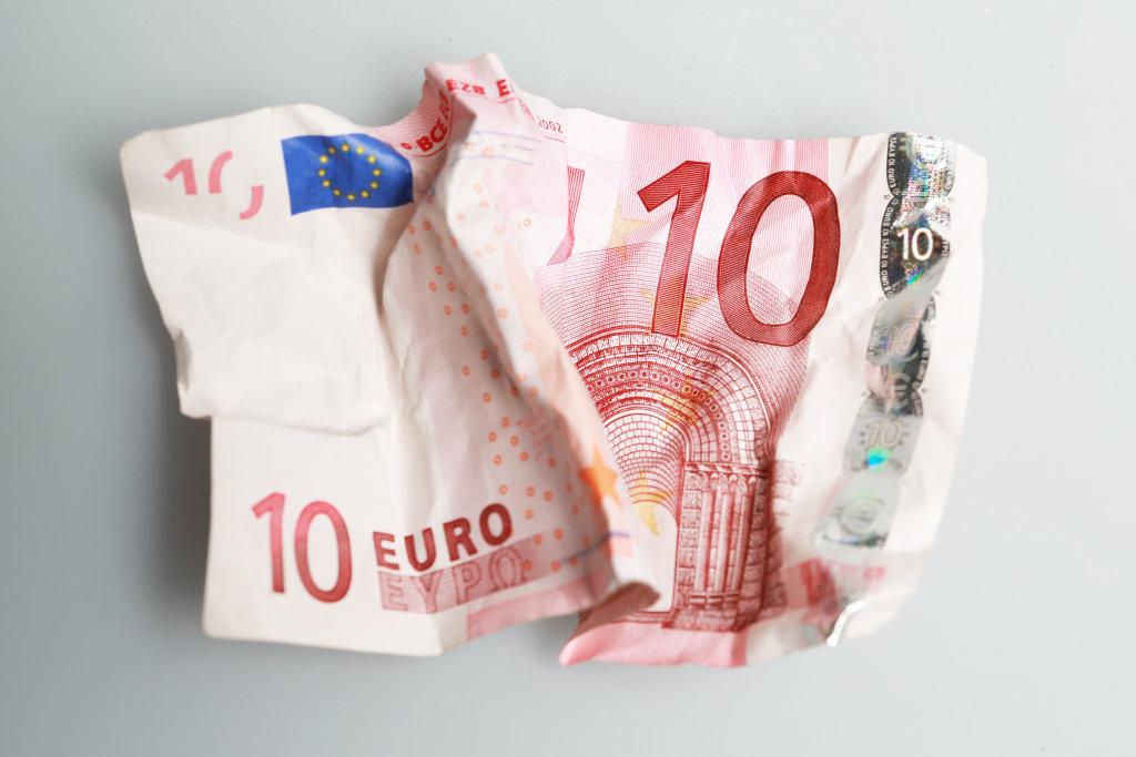 10 Euro zerknüllt