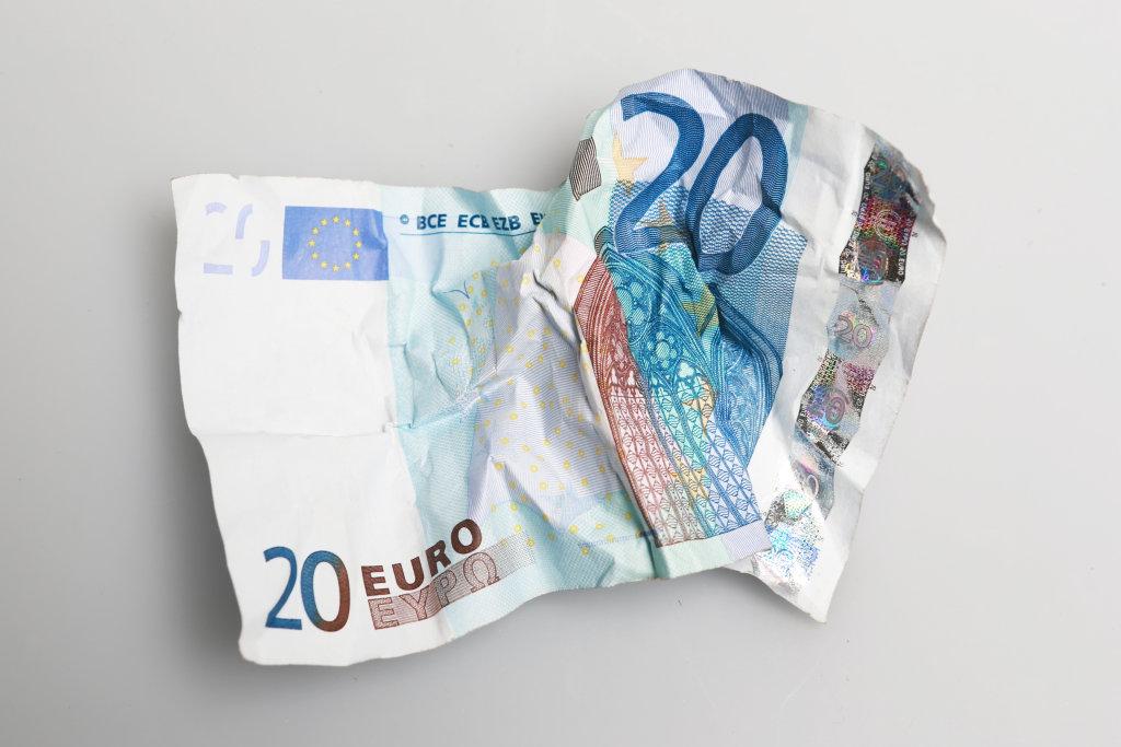 20 Euro zerknüllt