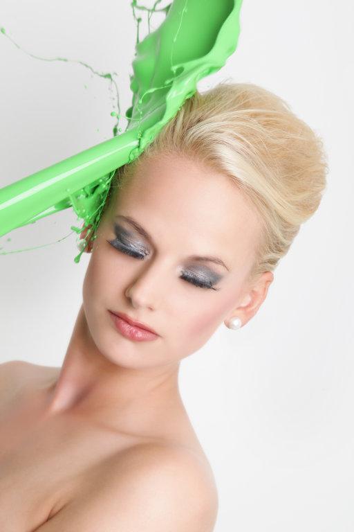 Model mit grüner Farbe