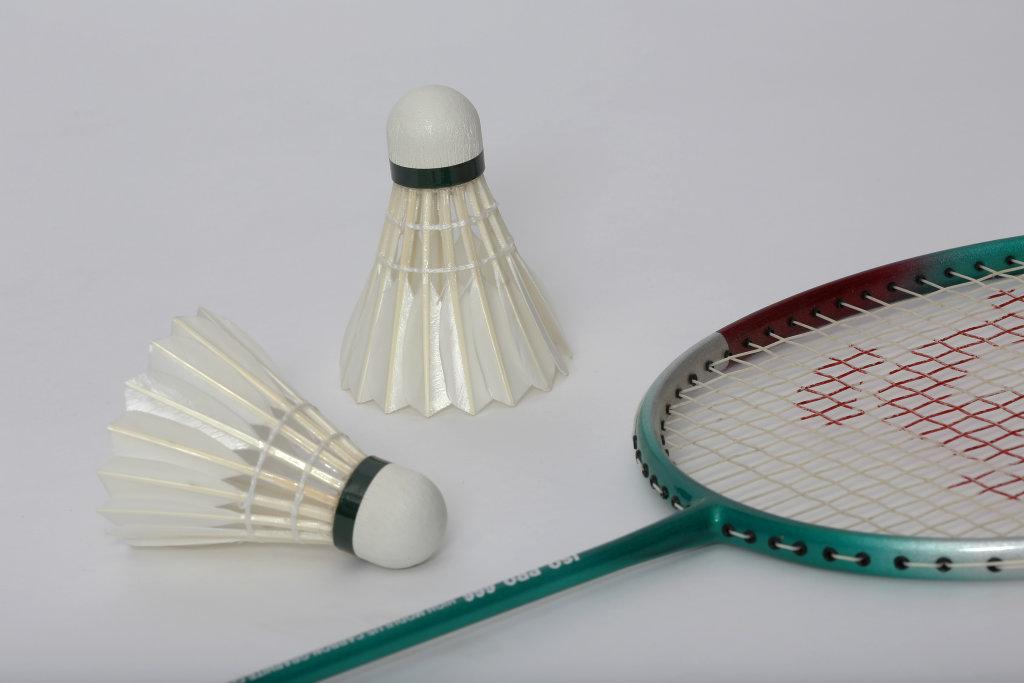 Federbälle und Badminton-Schläger