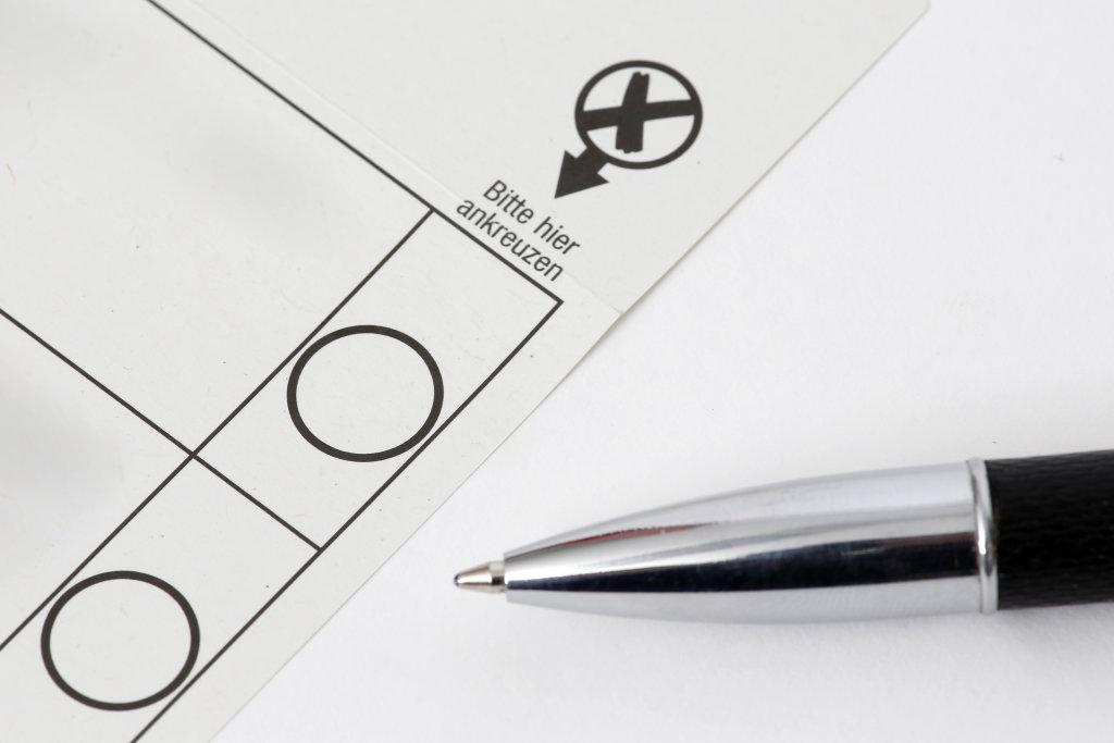 Wahl + Stimmzettel + Ankreuzen