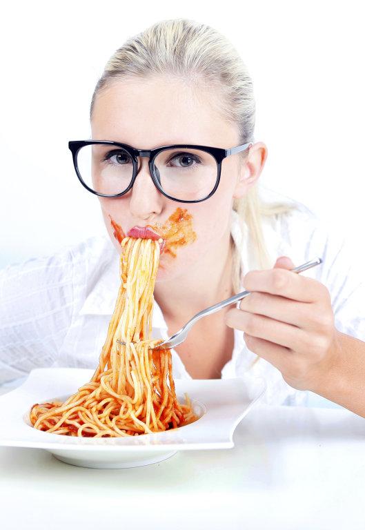 Frau mit Spaghetti