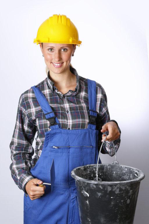 Bauarbeiter mit Eimer