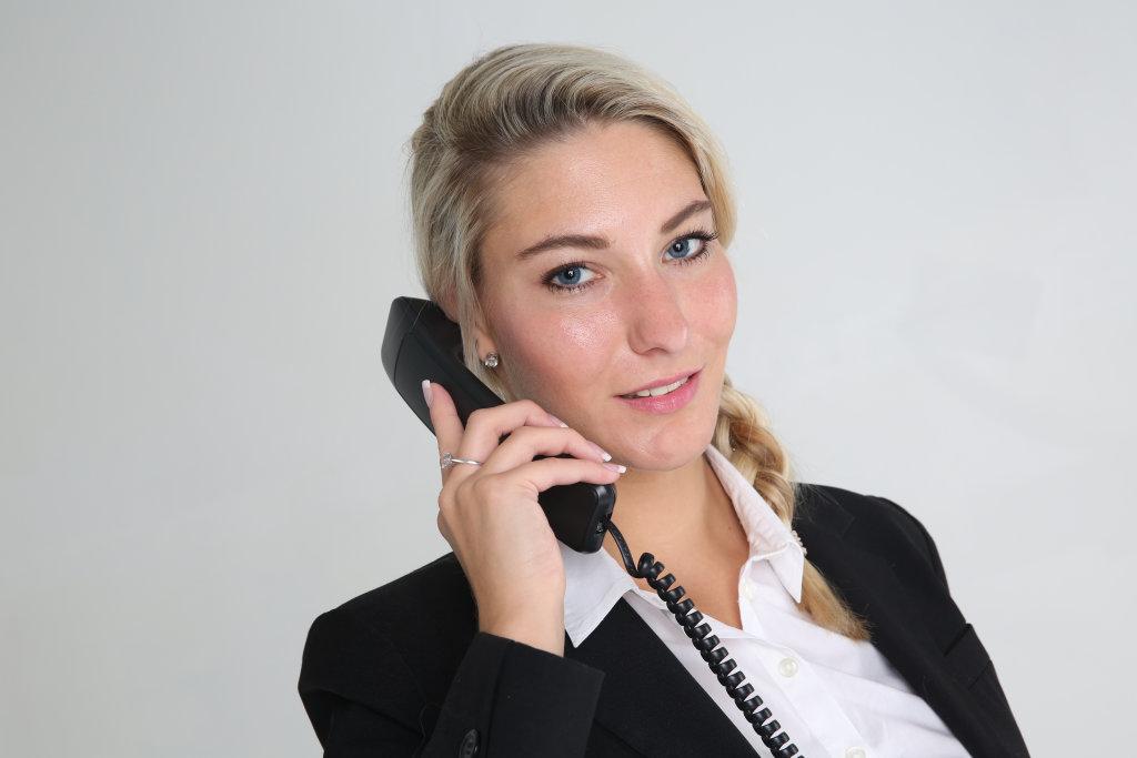 Business Frau mit Telefon
