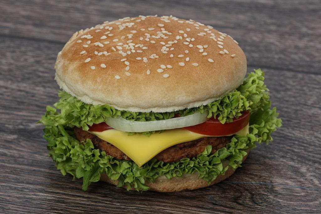 Burger auf Holz