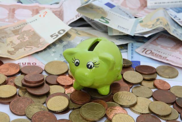 Sparschwein auf Geldmünzen