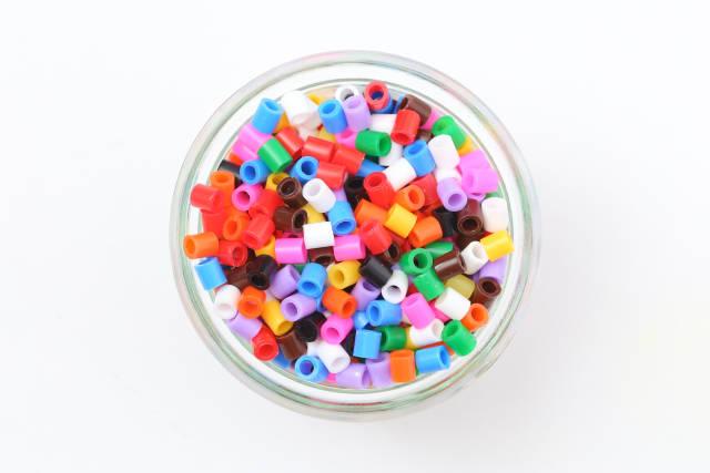 Bügelperlen im Glas