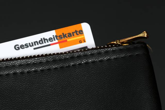 Gesundheitskarte in Geldbörse
