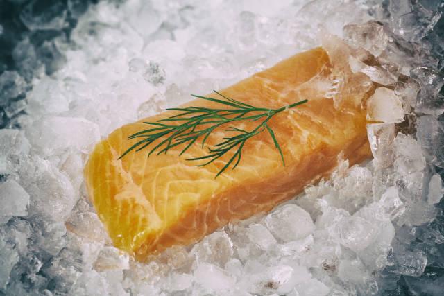 Seelachfilet auf Eis (bearbeitet)