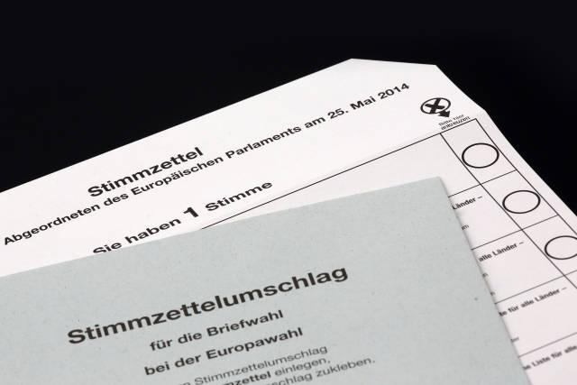 Europawahl: Stimmzettel und Wahlumschlag