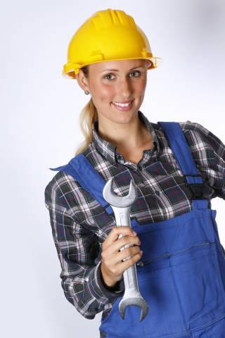 Bauarbeiter mit Maulschlüssel