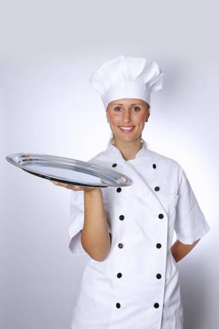 Koch mit Silbertablett