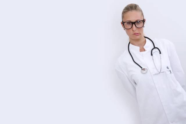 Ärztin mit Nerdbrille