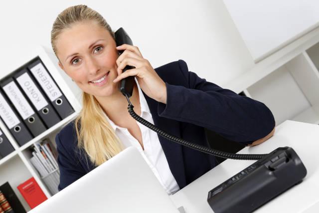 Frau mit Telefon