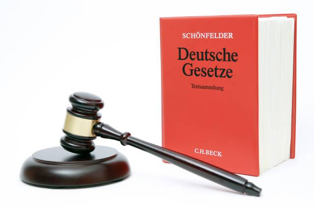 Gesetze und Richter-Hammer