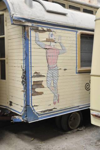 alte Zirkuswagen