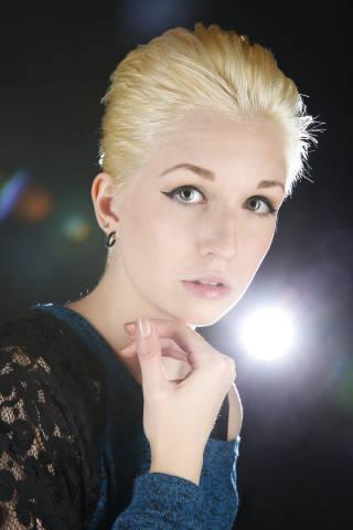Model Portrait im Gegenlicht