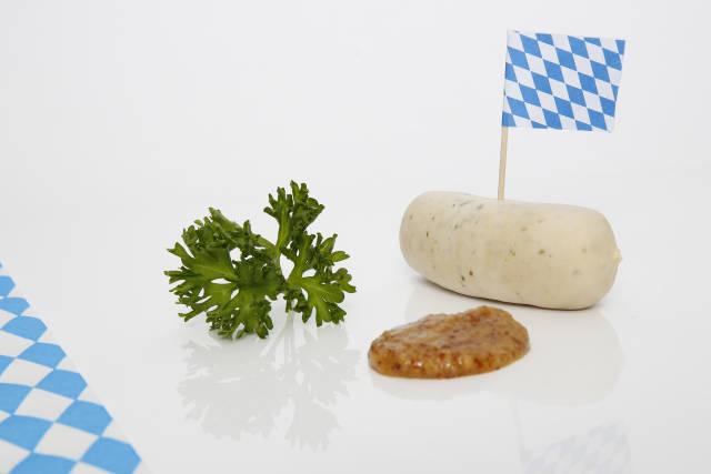 Bayrische Weißwurst mit Senf zum Oktoberfest