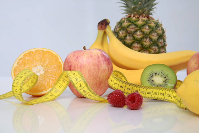 Obst und Maßband