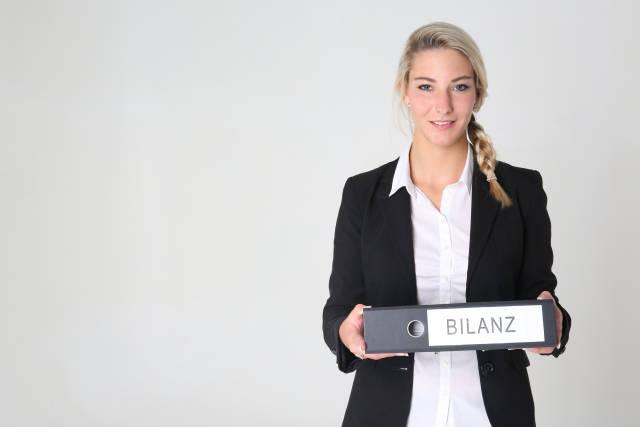 Business Frau mit Aktenordner