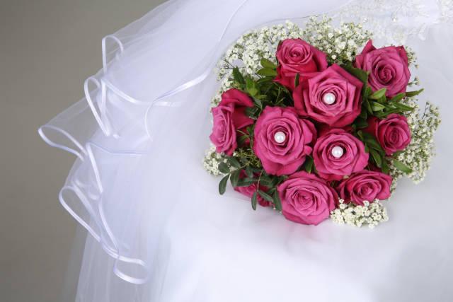 Brautstrauß und Schleier