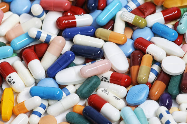 Tabletten und Pillen und Kapseln
