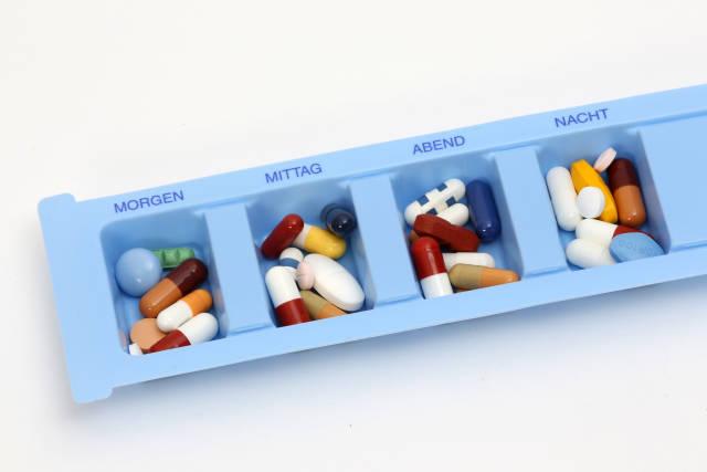 Pillendose mit Tabletten