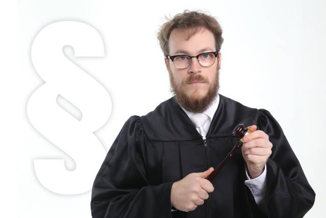 Richter mit Paragraphenzeichen