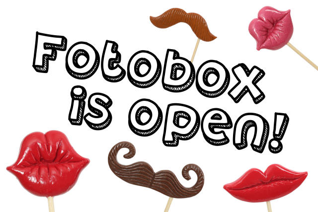 Fotobox is open Schild