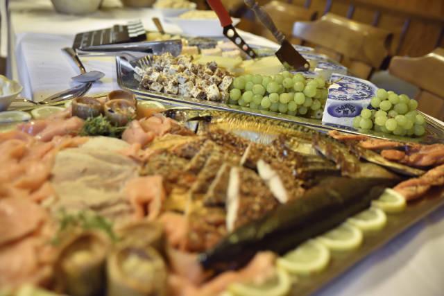 Fischplatte & Käseplatte