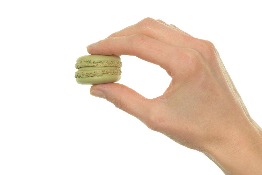 Macaron in Hand