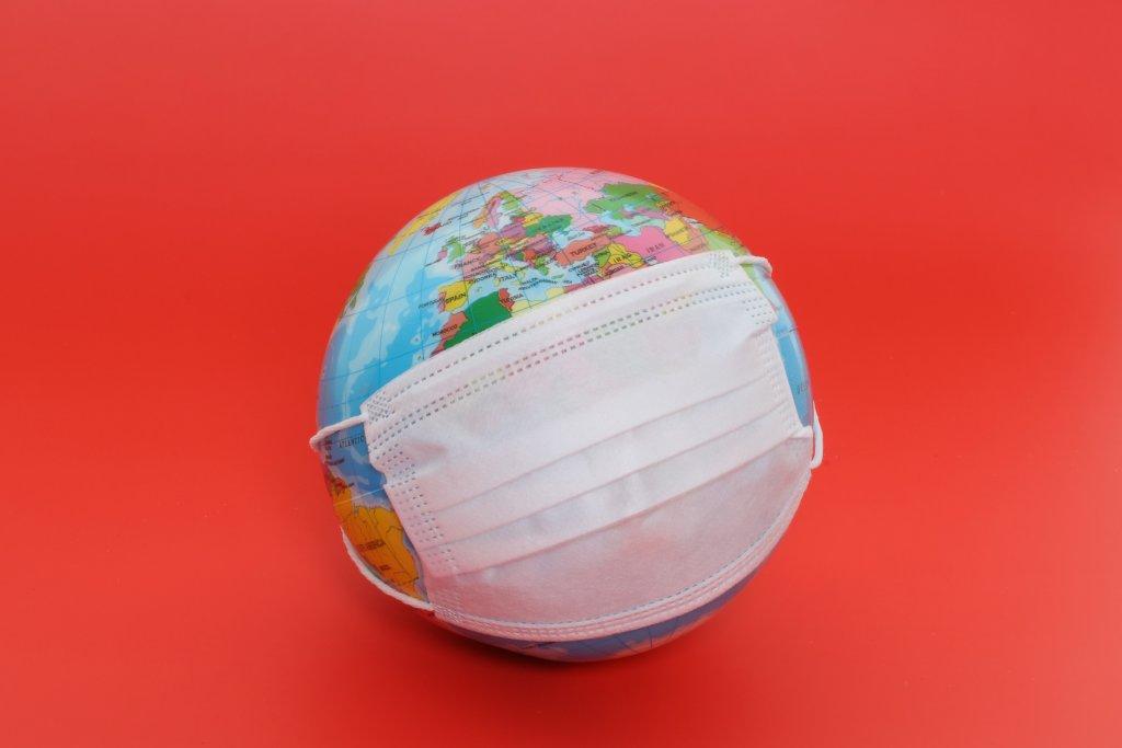 Erde mit Mundschutz