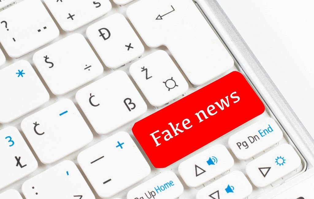 Red Fake news button on white keyboard