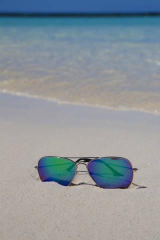 Brille am Strand