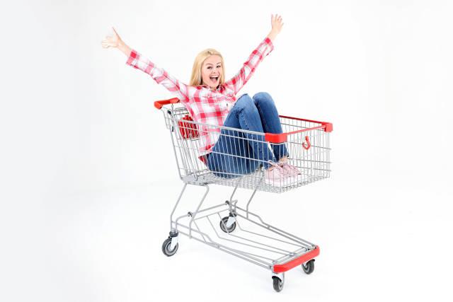 Happy im Einkaufswagen
