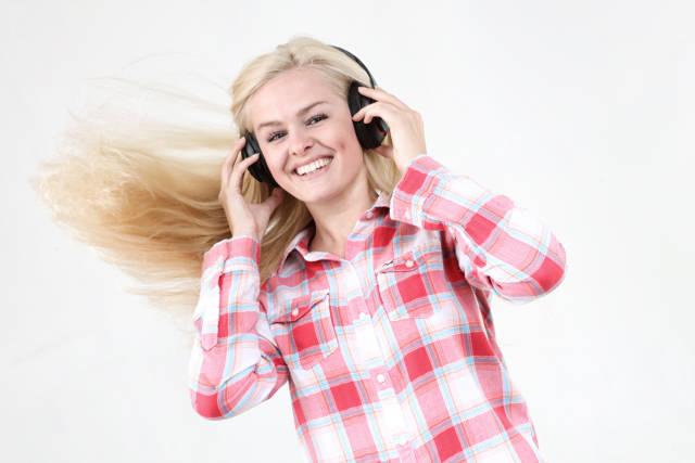Musik hören und wehende Haare