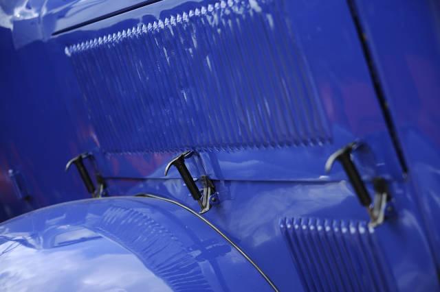 Motorhaube blau