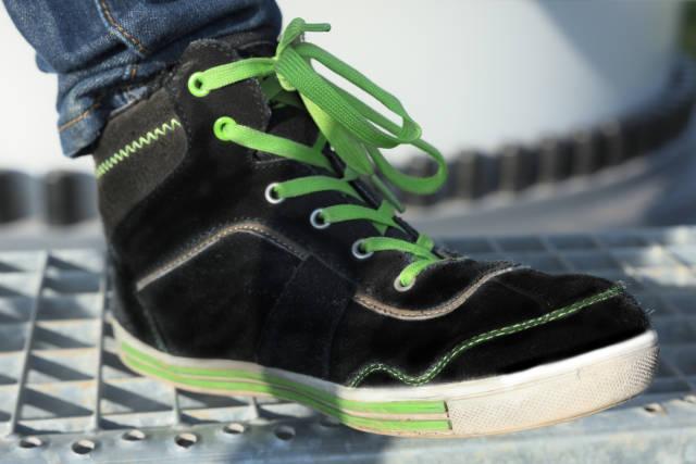 Schuh auf Treppe
