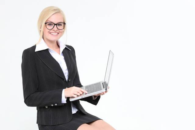 Frau mit Notebook