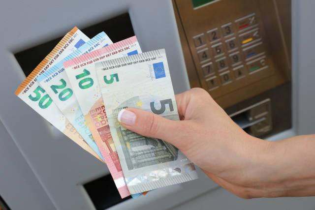 Geld am Automaten