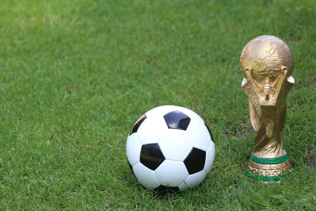 Fußball und WM Pokal