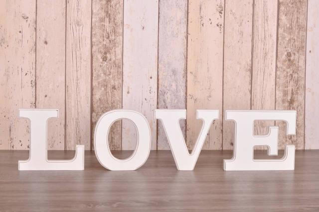 Love auf Holz