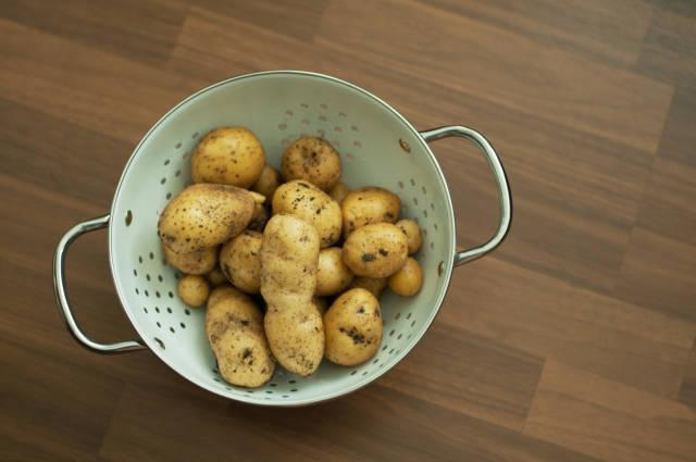 Kartoffeln in Sieb