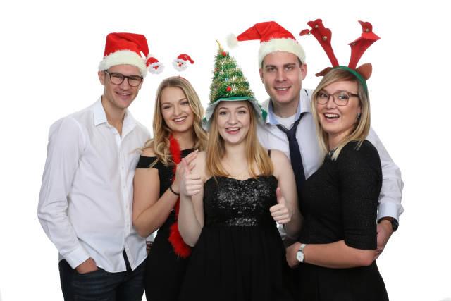 Gruppe auf Weihnachtsfeier