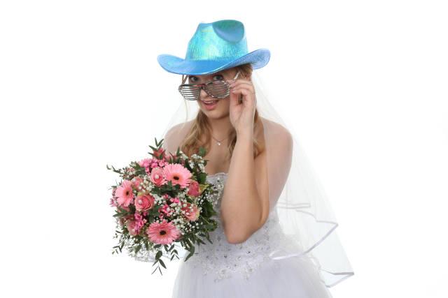 Braut mit Partybrille