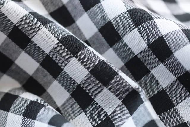 schwarz weißer Stoff kariert