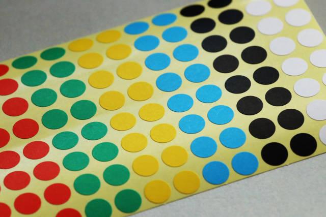 Farbige Klebepunkte
