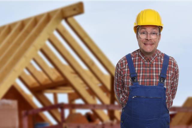 Bauarbeiter vor Dachstuhl