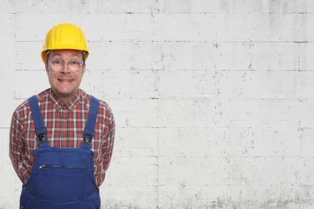 Bauarbeiter vor Mauer